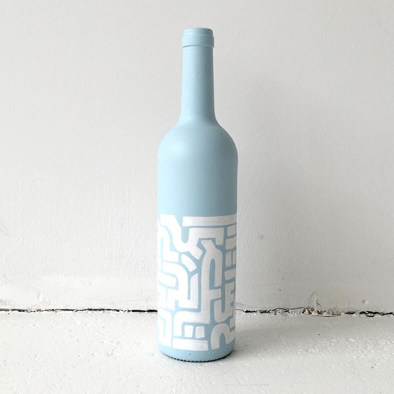 Bottiglia di vetro dipinta con motivi etnici - azzurro e bianco